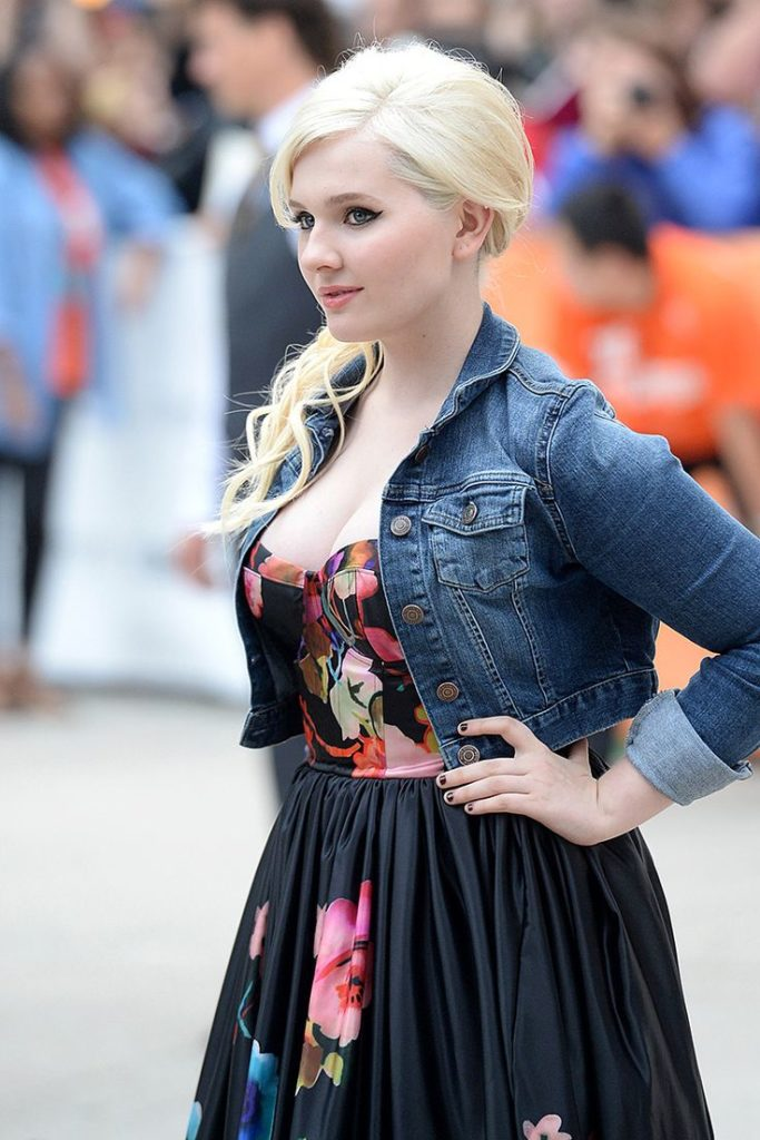 Abigail Breslin Bold Photos