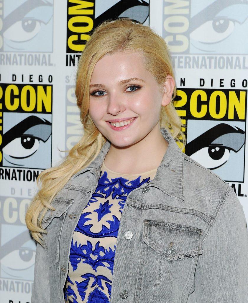 Abigail Breslin Cute Smile Photos