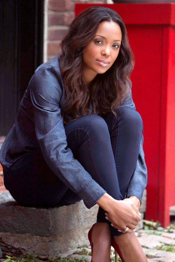Aisha Tyler Bold Photos