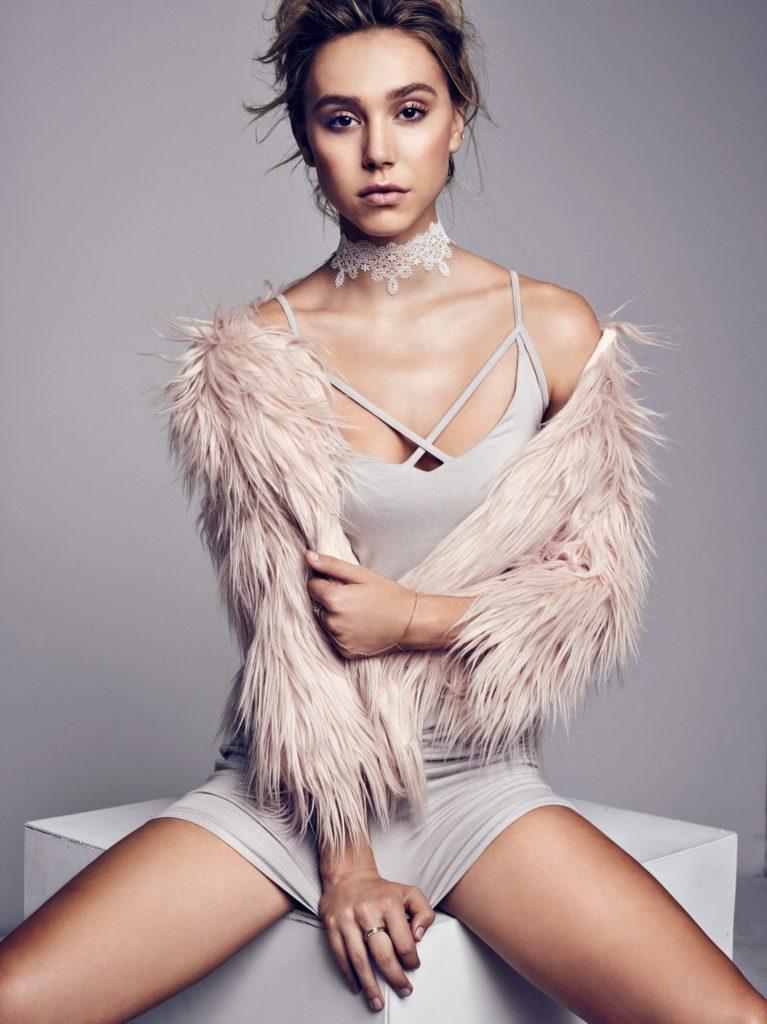 Alexis Ren Bikini Wallpapers