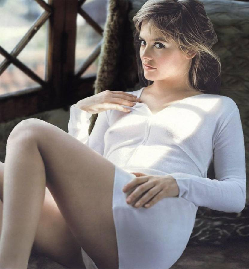 Alicia Silverstone Thighs Images