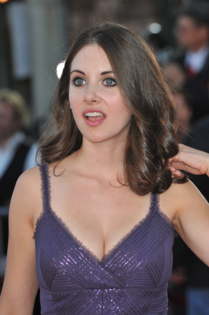 Alison Brie Makeup Photos