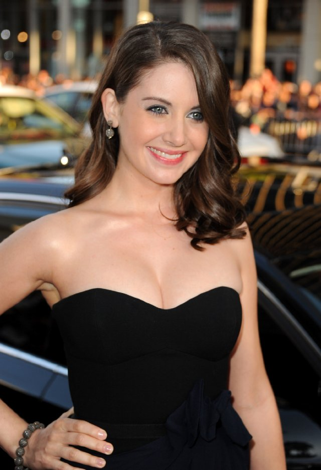 Alison Brie Smile Face Images