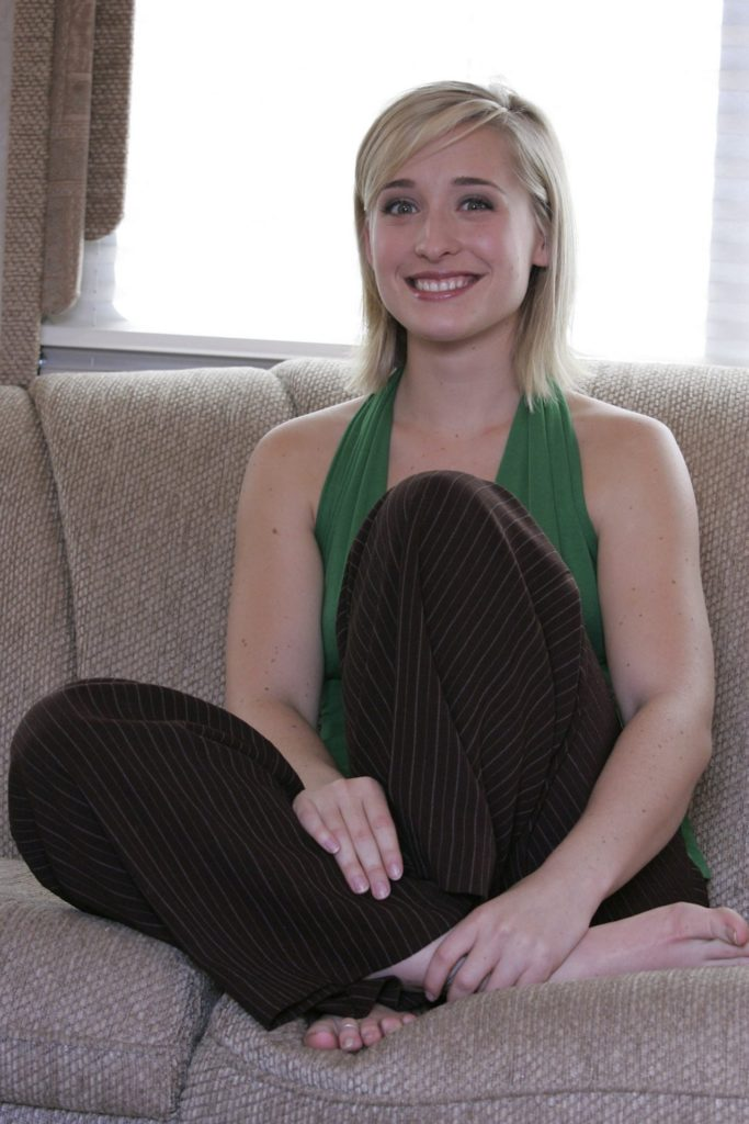 Allison Mack Body Wallpapers