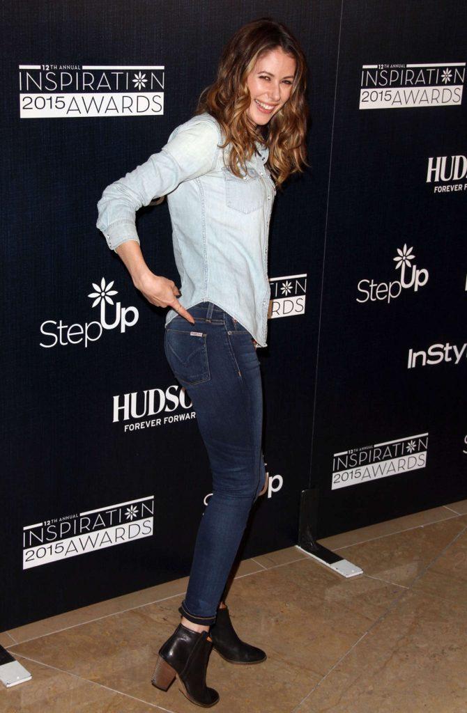 Amanda Crew Jeans Pics