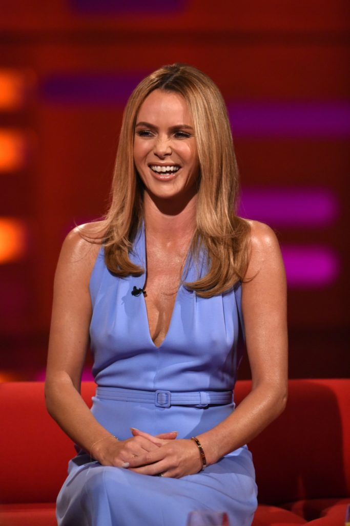 Amanda Holden Smile Face Wallpapers