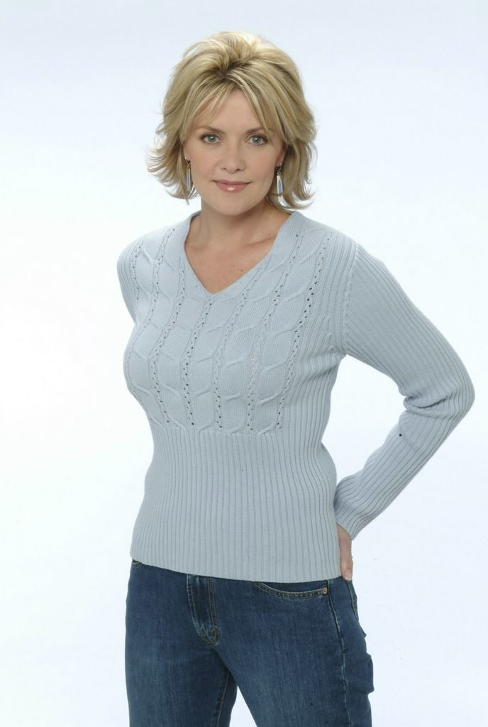 Amanda Tapping Jeans Pics