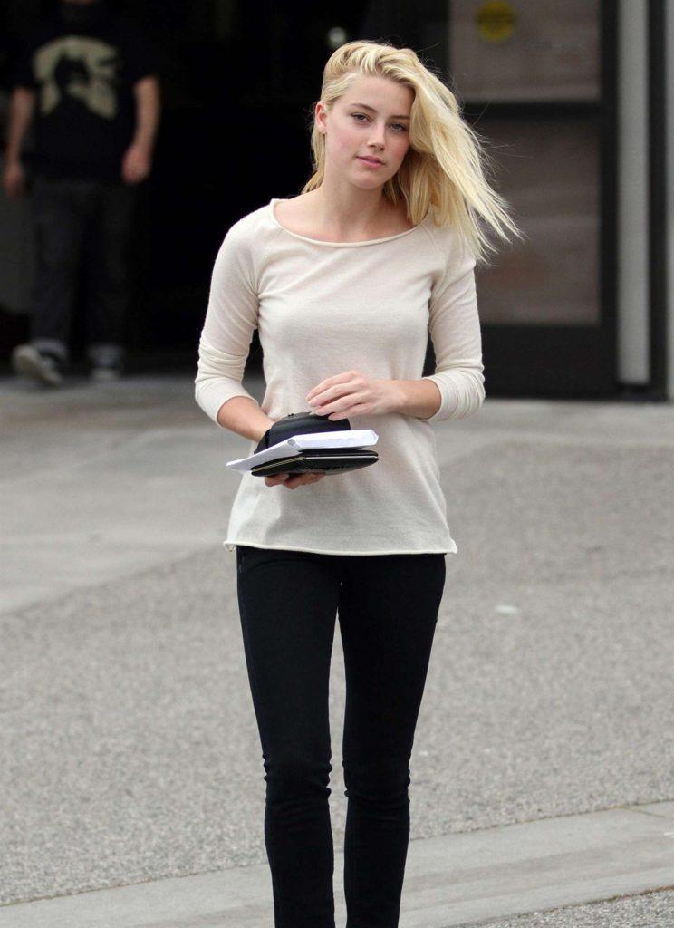 Amber Heard Jeans Photos