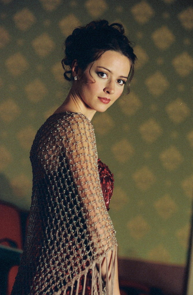 Amy Acker Backless Wallpapers