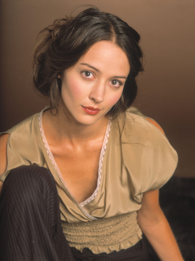 Amy Acker Boobs pics