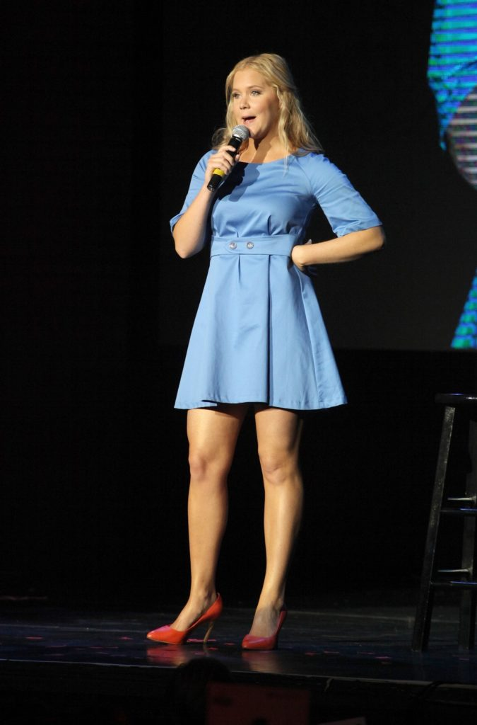 Amy-Schumer-Shorts-Pictures