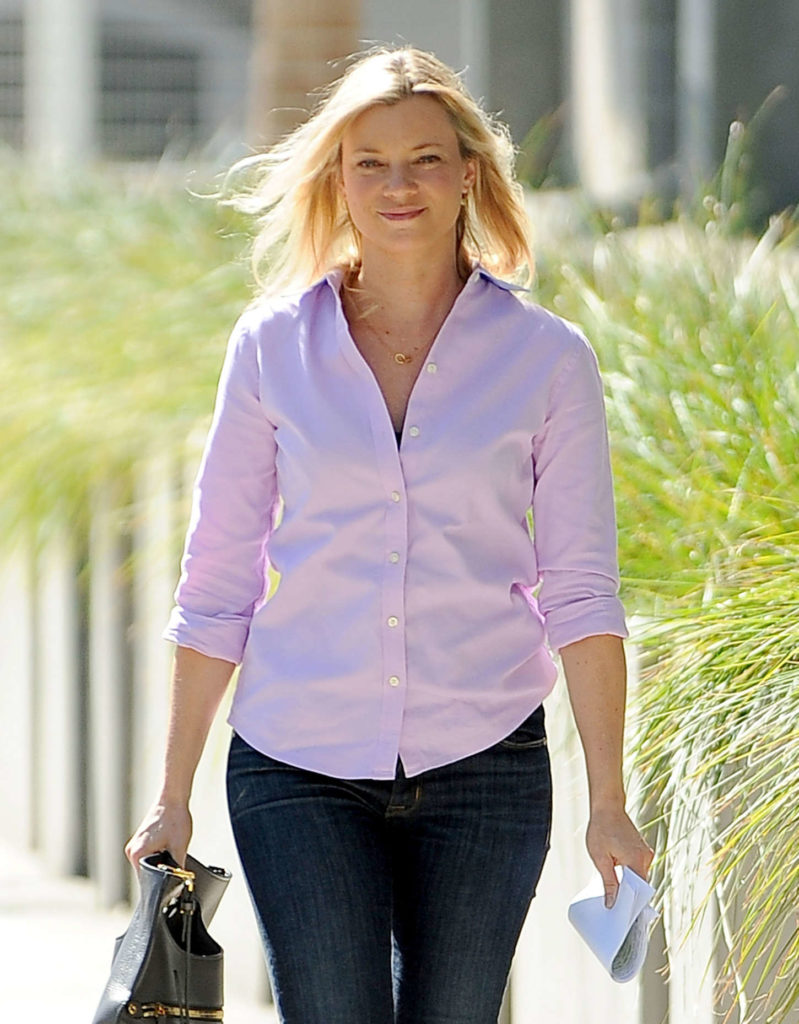 Amy Smart Jeans Wallpapers