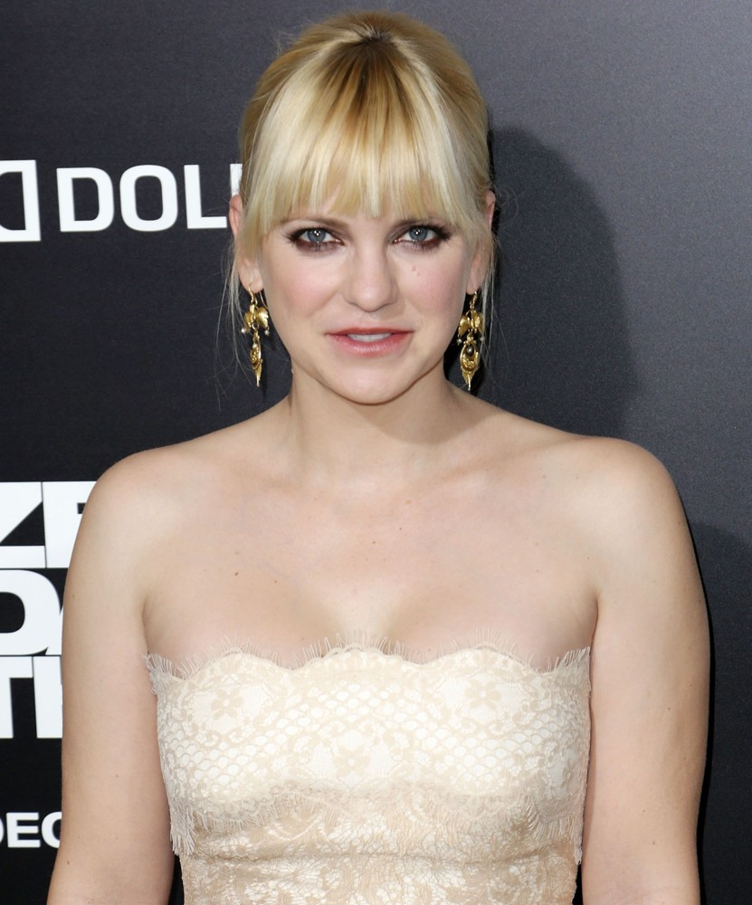 Anna Faris Bold Photos