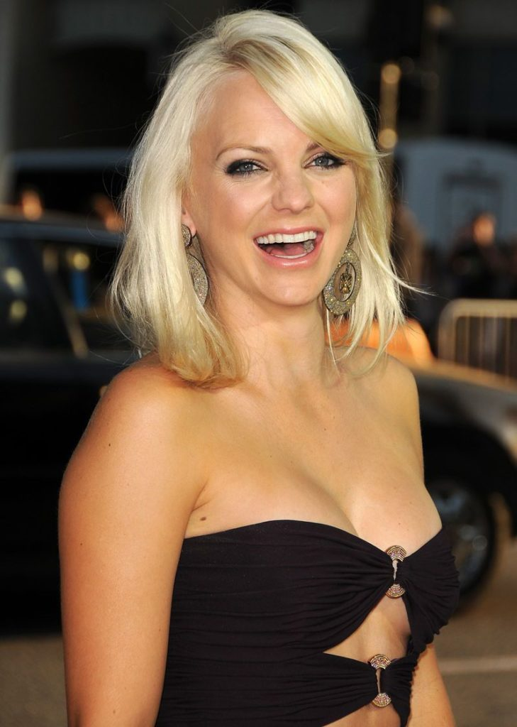 Anna Faris Braless Pictures