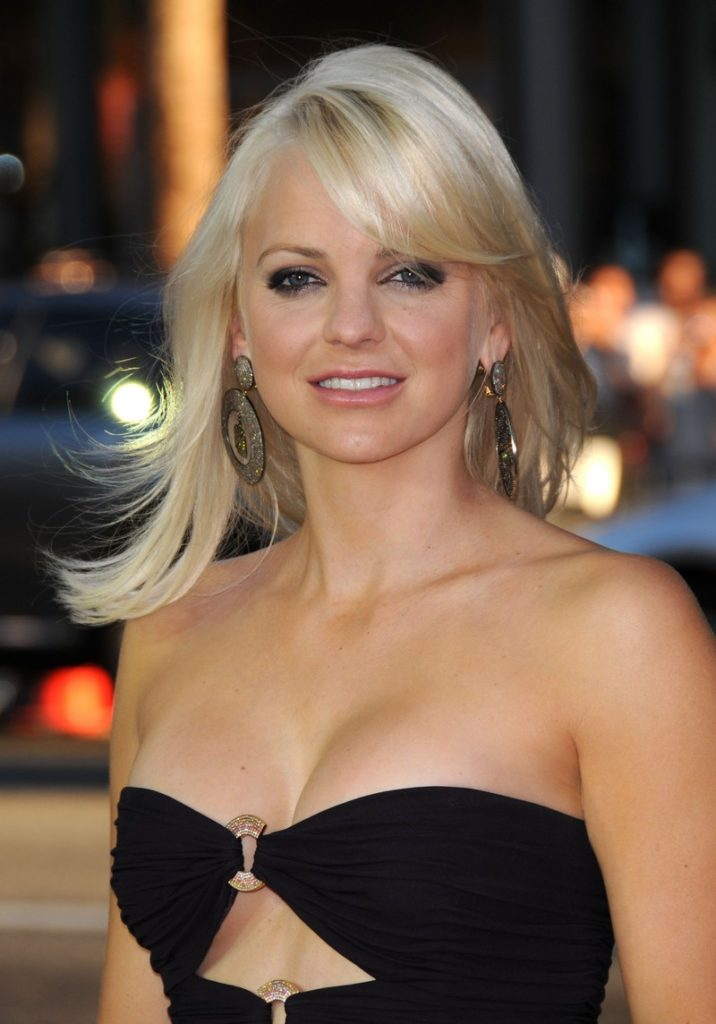 Anna Faris Topless Wallpapers
