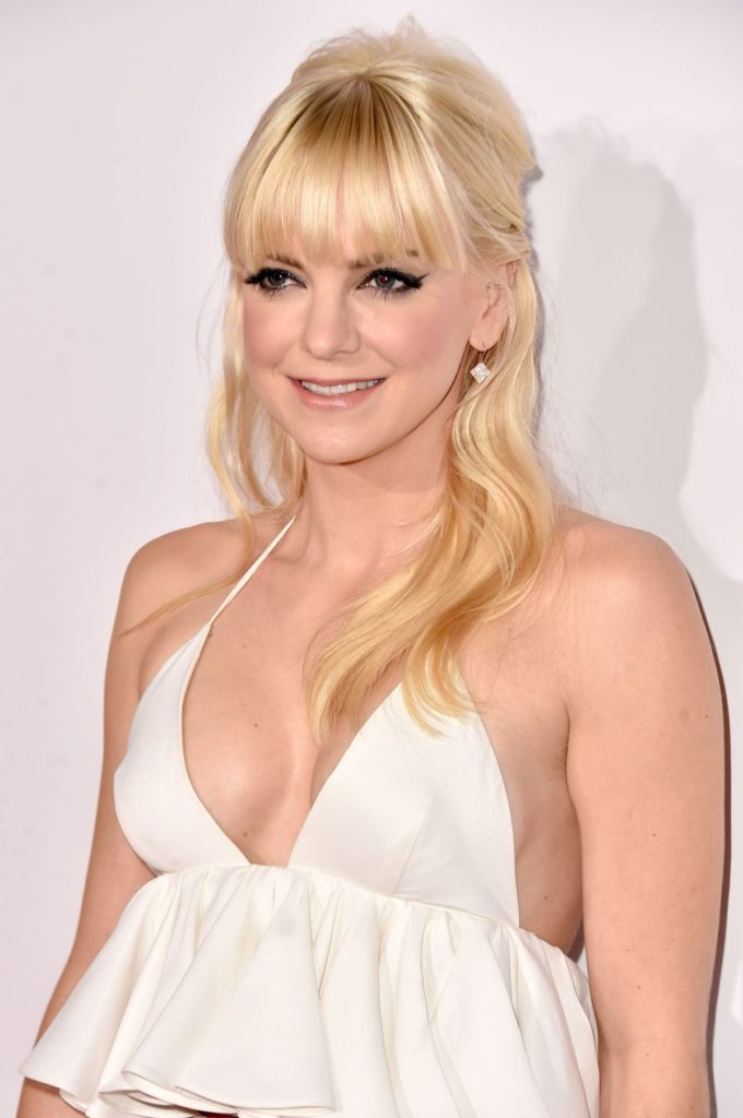 Anna Faris Without Bra Pictures