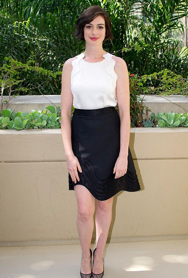 Anne Hathaway Feet Pics
