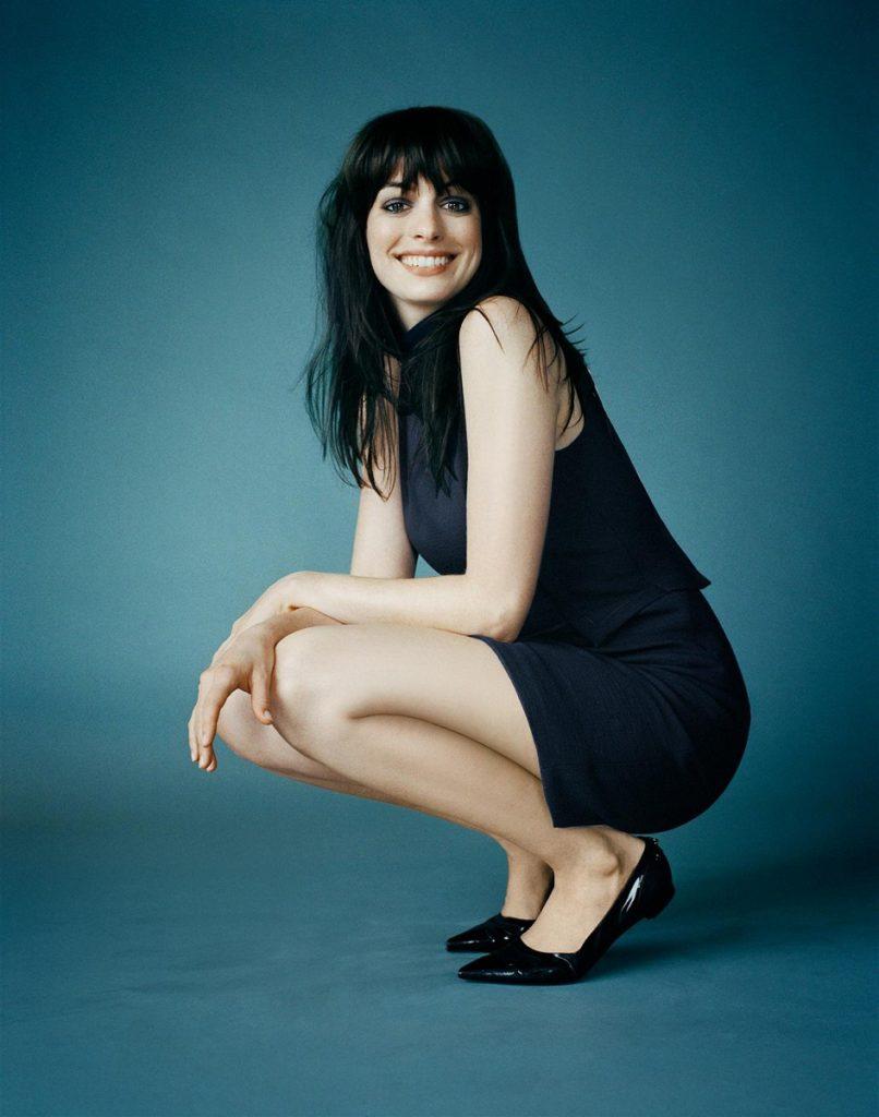 Anne Hathaway Legs Pics