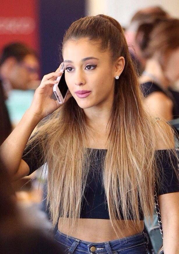 Ariana Grande Sexy Pics