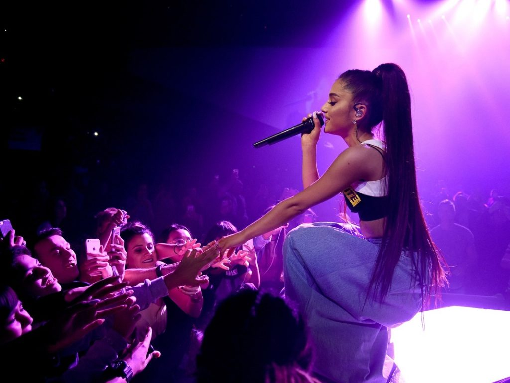 Ariana Grande Stage Show Wallpapers