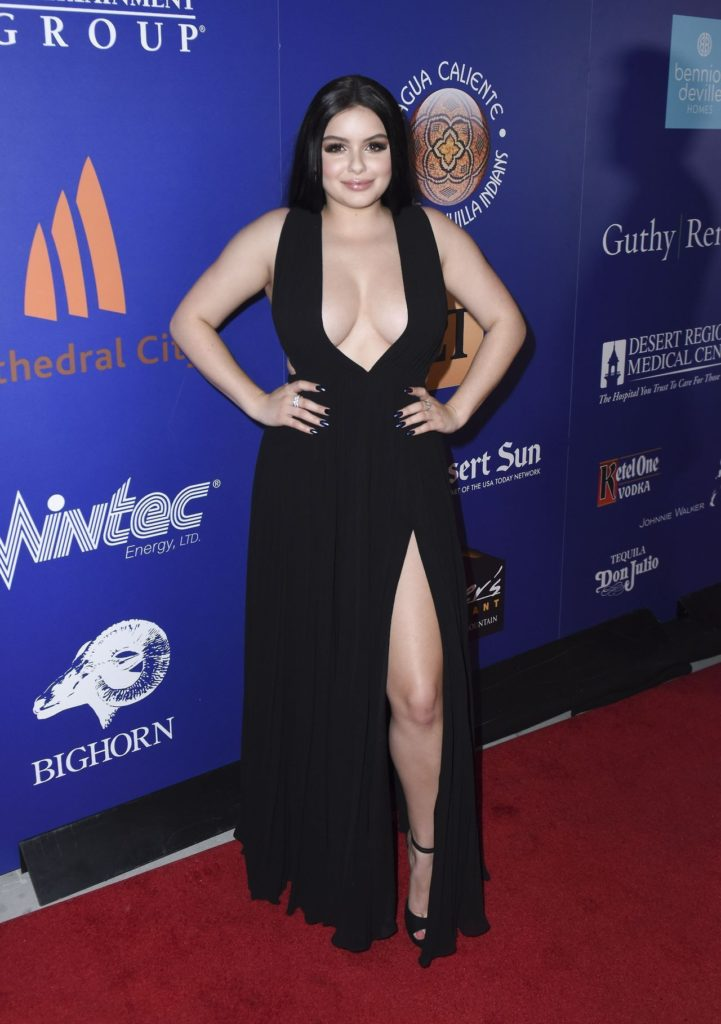 Ariel Winter Lingerie Wallpapers