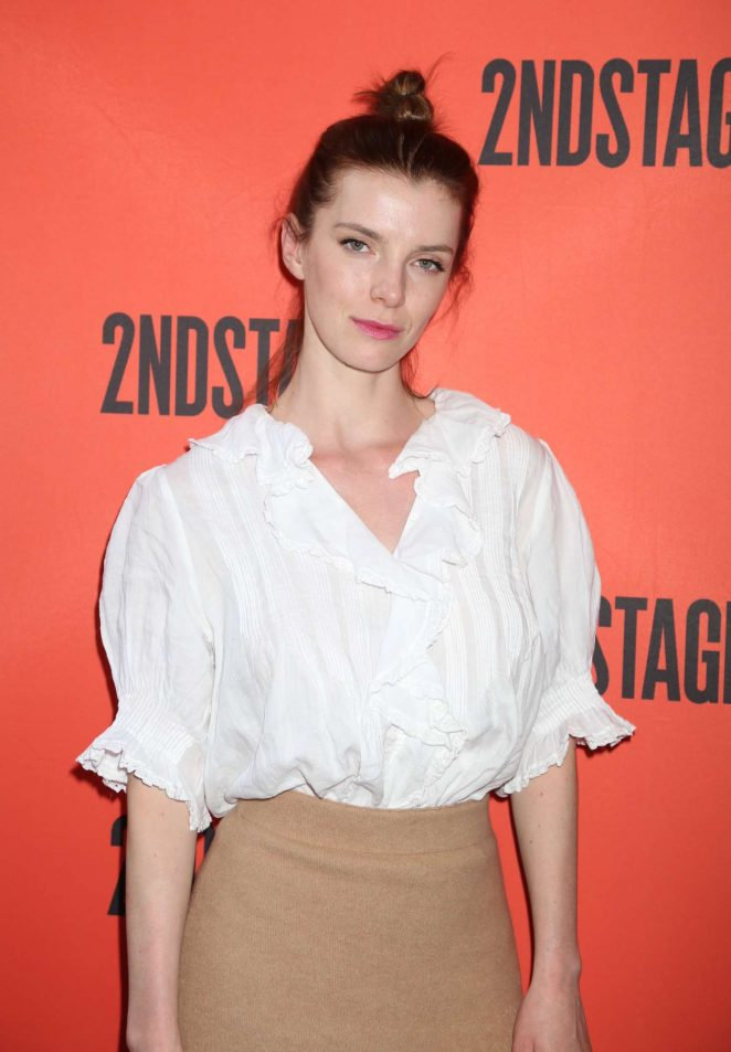 Betty Gilpin Cute Images