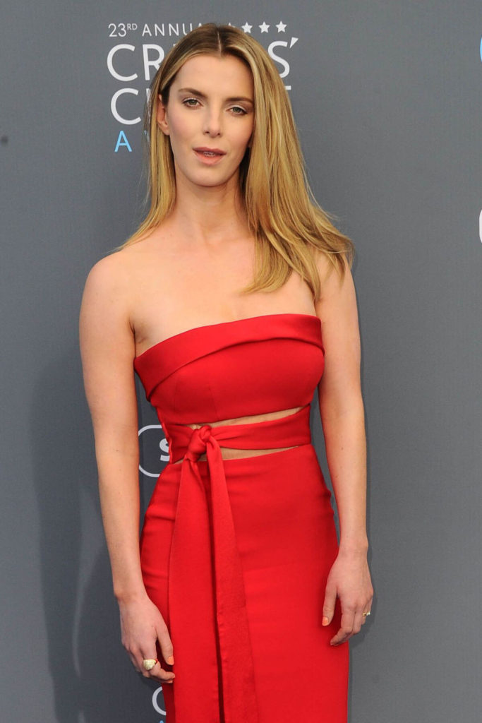 Betty Gilpin Topless Wallpapers