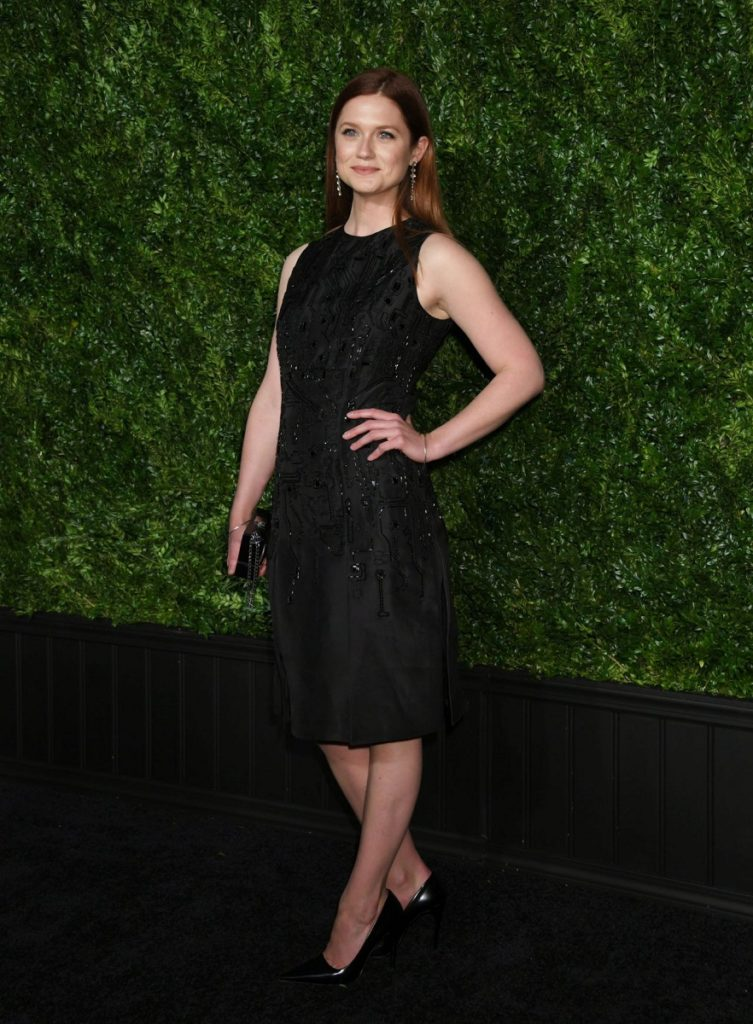 Bonnie Wright Legs Photos