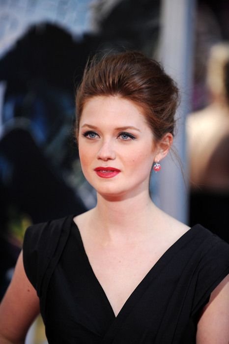 Bonnie Wright New Hair Style Photos