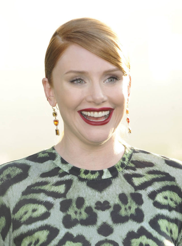 Bryce Dallas Howard Smileing Wallpapers