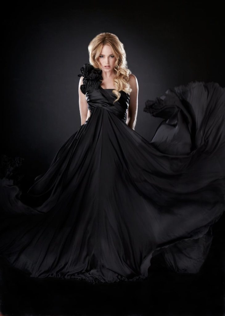 Caity Lotz Gown Pictures