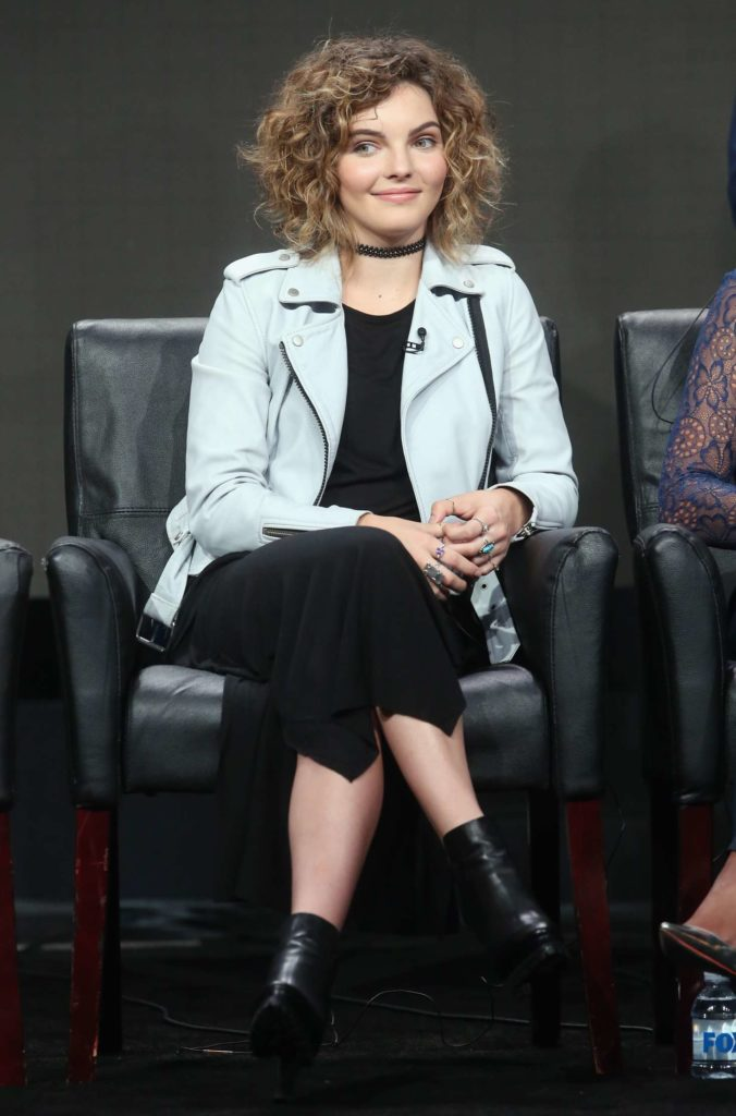 Camren Bicondova Feet Pictures