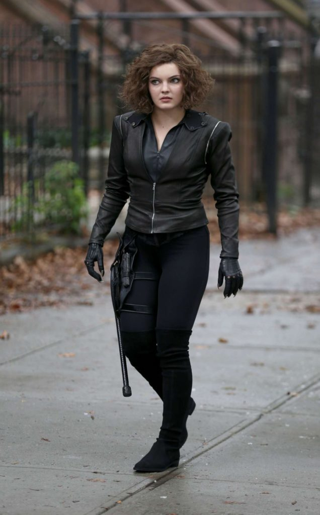 Camren Bicondova Leaked Images