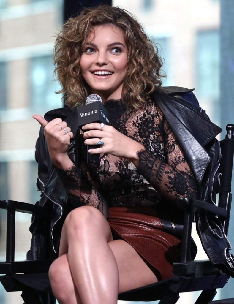 Camren Bicondova Legs Photos