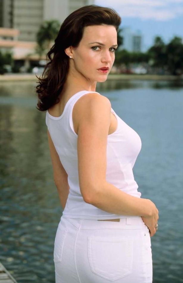Carla Gugino Hot Imges