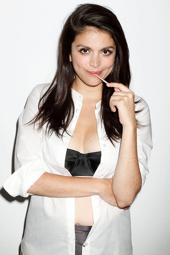 Cecily Strong Bra Pictures