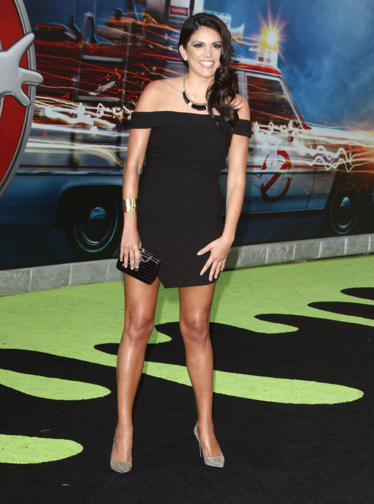 Cecily Strong High Heals Wallpapers