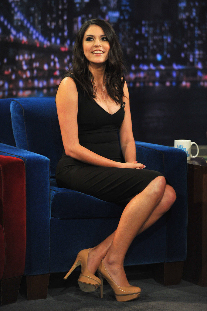 Cecily Strong Legs Images