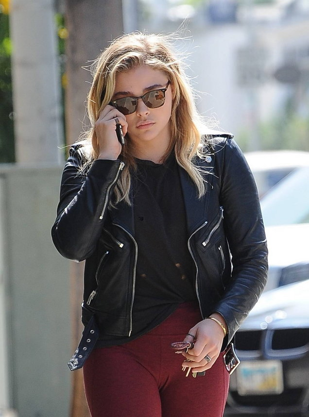 Chloë Grace Moretz Yoga Pants Images