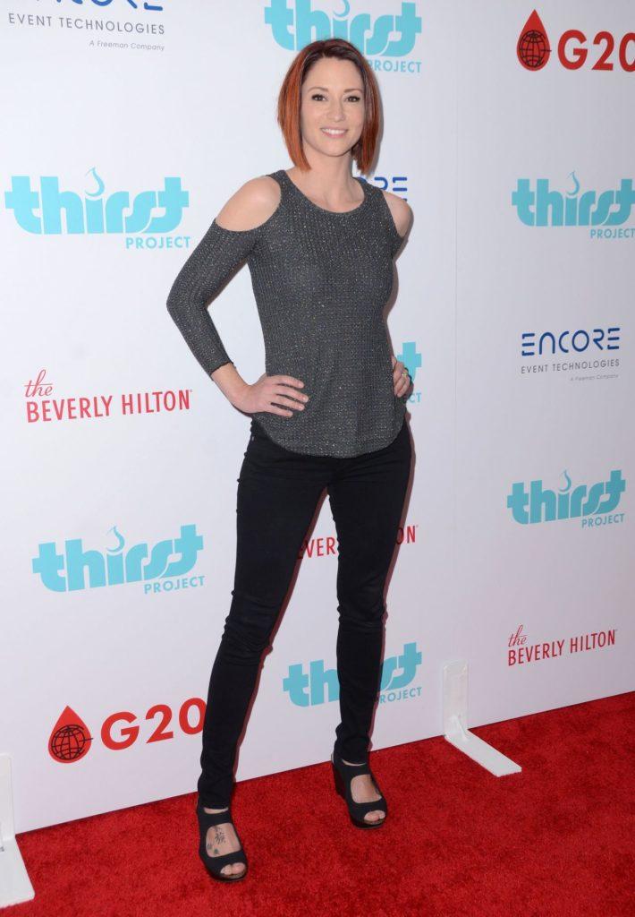 Chyler Leigh Jeans Pics