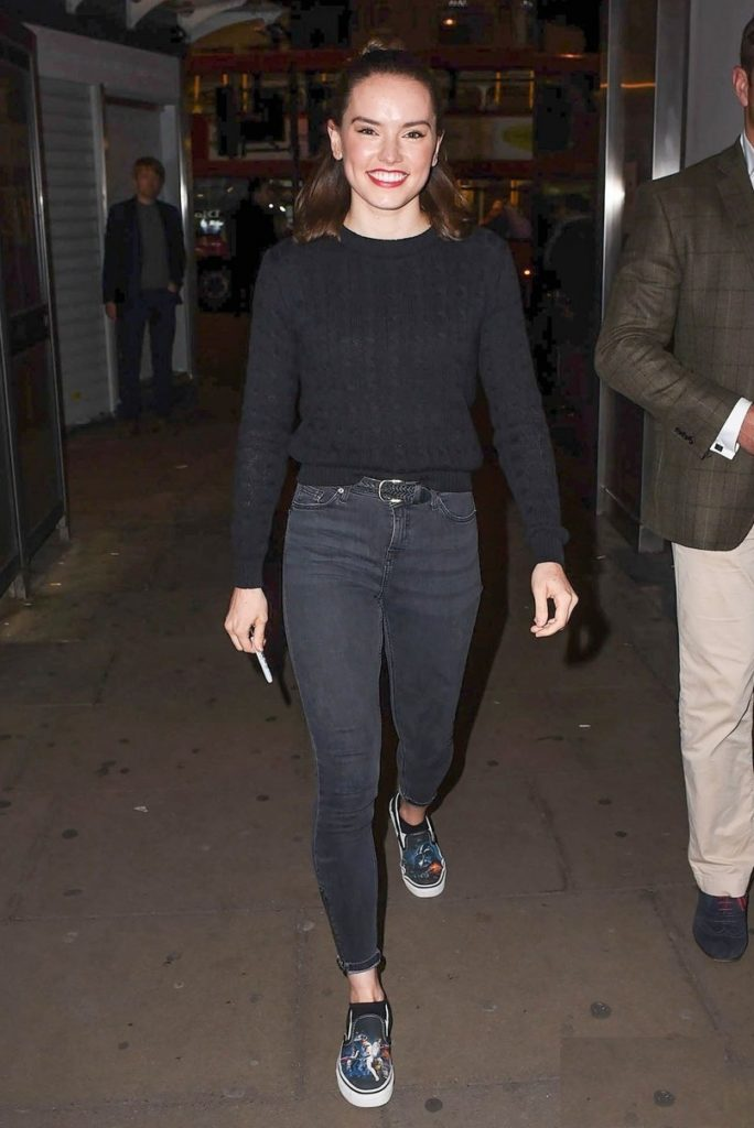 Daisy Ridley Leggings Images