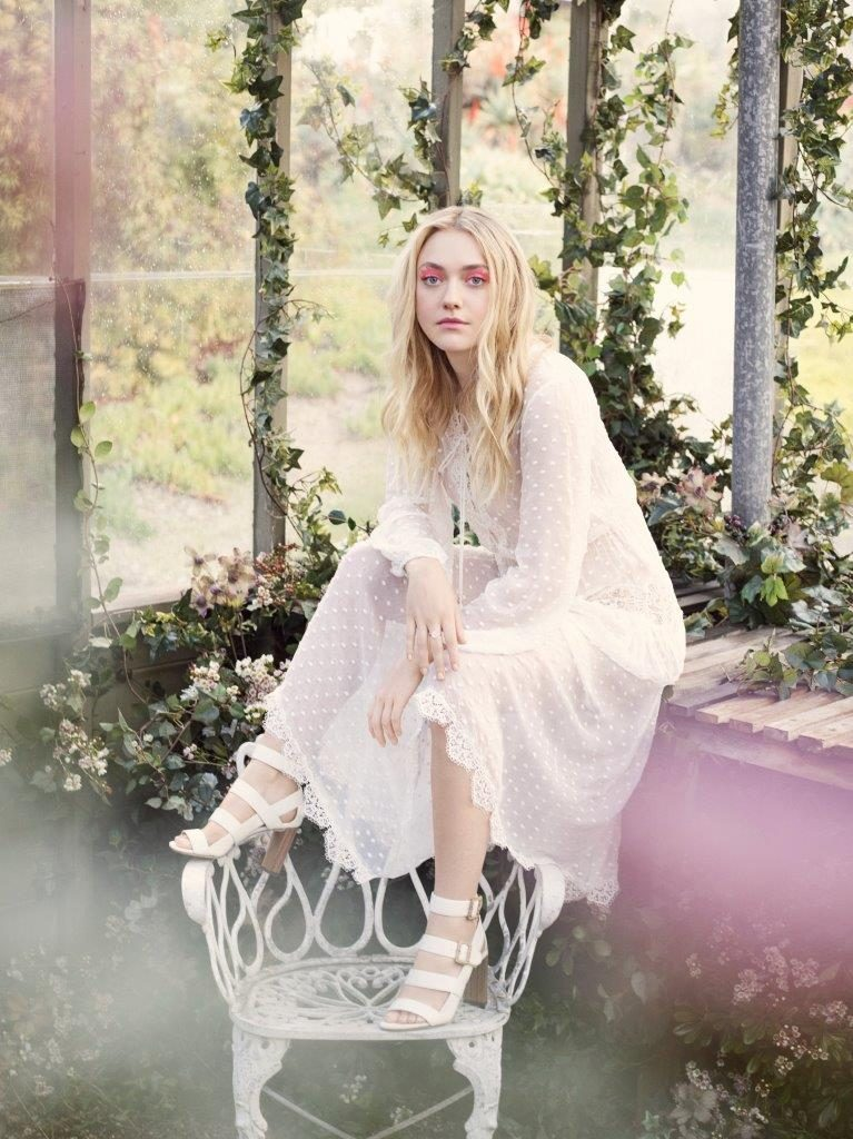 Dakota Fanning Legs images
