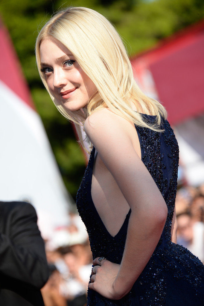 Dakota Fanning Muscles Wallpapers