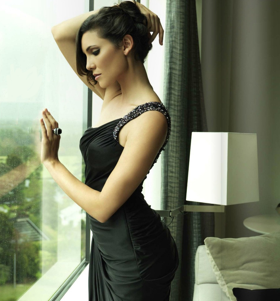 Daniela Ruah Bun Images