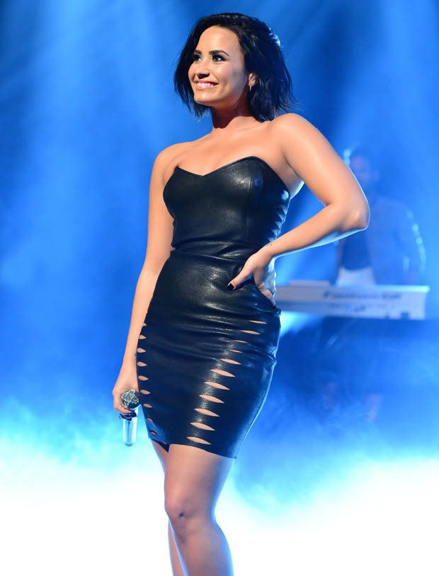 Demi Lovato Stage Show Wallpapers