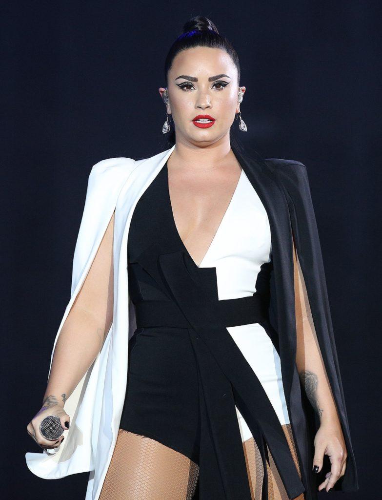 Demi Lovato Thigh Pics