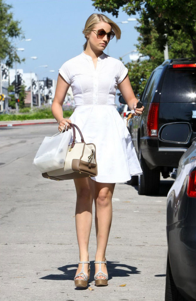 Dianna Agron Legs Pictures