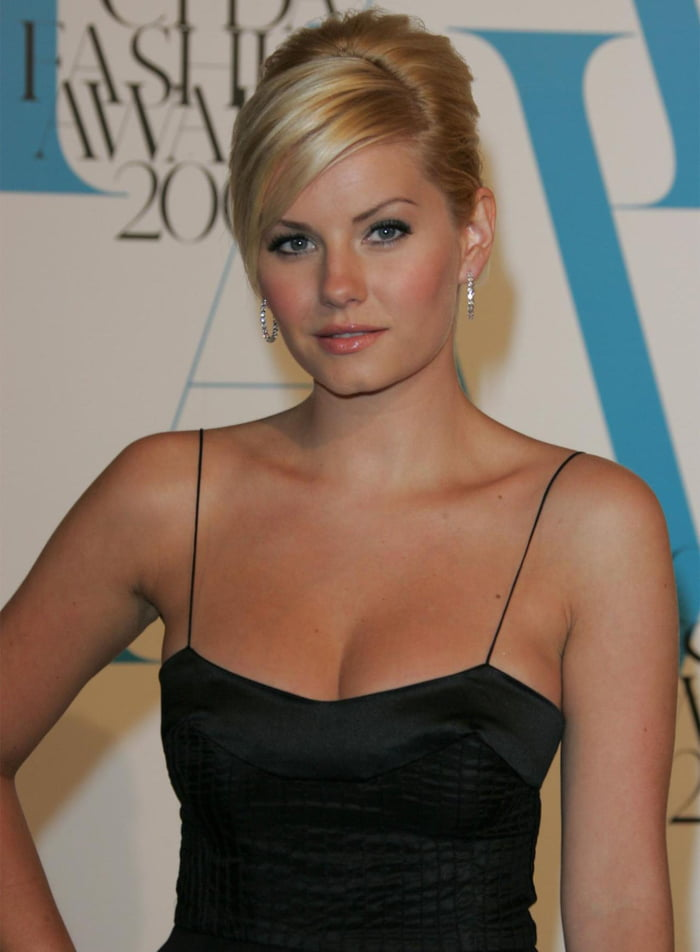 Elisha Cuthbert Boobs Photos