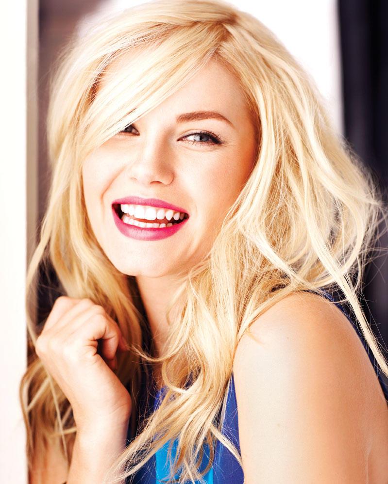 Elisha Cuthbert Cute Smile Pics