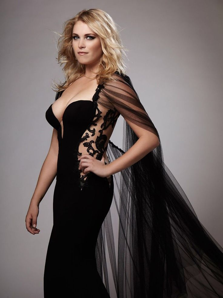 Eliza Taylor Boobs Photos